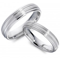 Lined wedding band