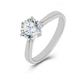 Classic Solitaire Diamond Ring in Platinum
